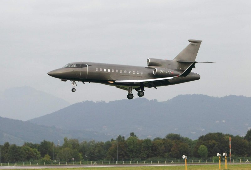 dassault falcon 900dx private oe-iyy